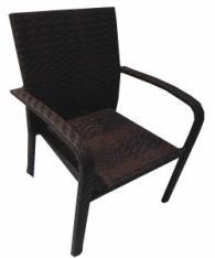 Ратанов стол в кафяво
